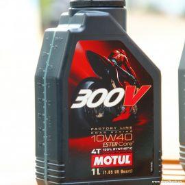 MOTUL 300V OIL CRF250 / CB500X